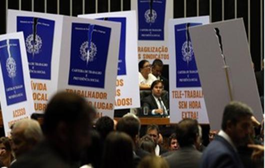 Maioria dos juízes do TST aponta 50 'lesões' em projeto de reforma trabalhista