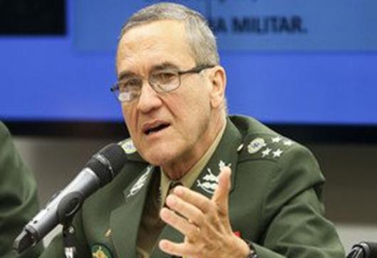 Chefe das Forças Armadas reitera que Brasil está à deriva