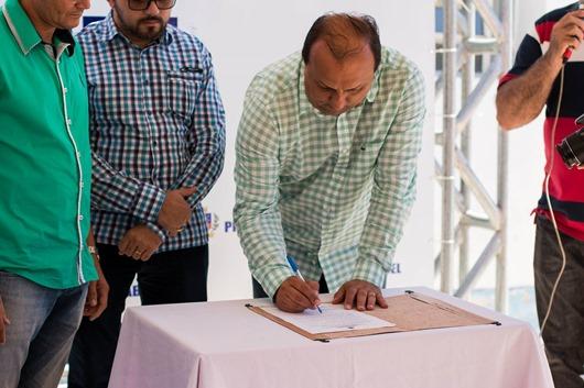 Prefeito Ricardo Pereira assina Ordem de serviço para retomada da obra do CER