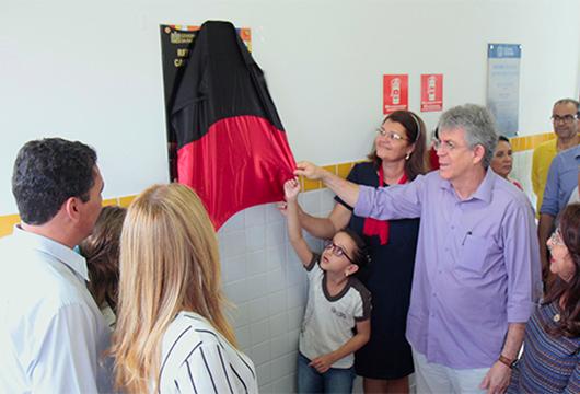 Ricardo entrega reformas de três escolas estaduais em João Pessoa