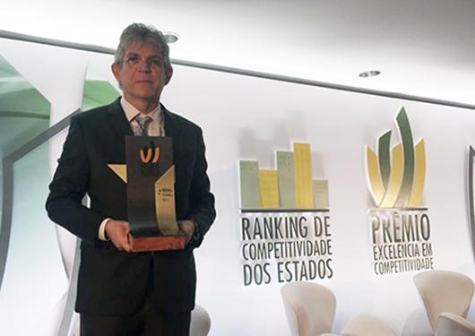 Paraíba avança em ranking nacional e Ricardo recebe Prêmio Excelência em Competitividade