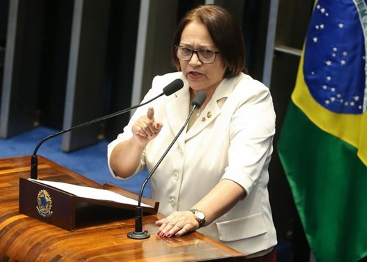 Brasília - Senadora Fátima Bezerra durante sessão do impeachment no Senado conduzida pelo presidente do STF, Ricardo Lewandowski  (Antonio Cruz/Agência Brasil)
