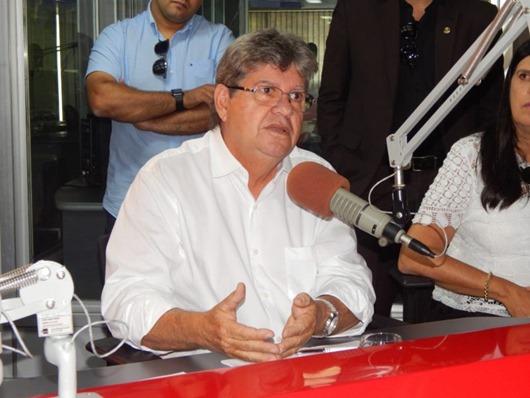 João Azevêdo_entrevista em Campina Grande