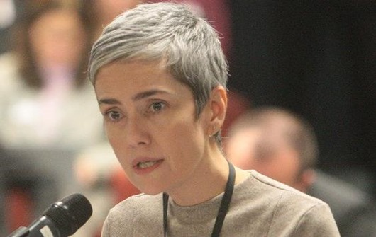 Débora Diniz deixa o Brasil