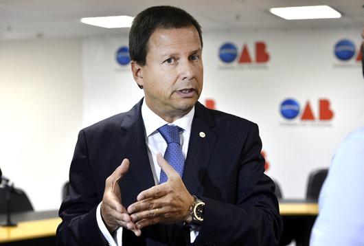 Em coletiva, presidente da OAB fala sobre o senador Delcídio