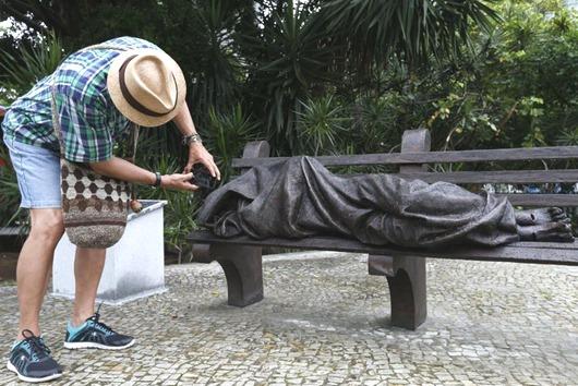escultura Jesus sem teto_Foto de Fernando Frazão-Agência Brasil