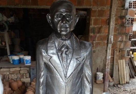 estátua-Aloysio Pereira