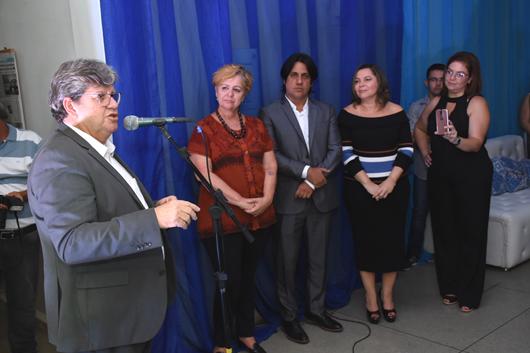 João Azevêdo comemora 82 anos da Rádio Tabajara e anuncia retorno do programa 'Fala, governador'