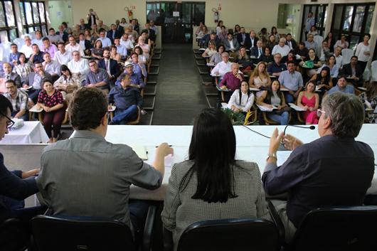 João Azevêdo promove primeira reunião com auxiliares e cobra metas para 2019