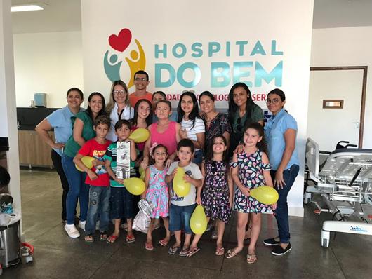 Paciente interna do Hospital do Bem comemora aniversário surpresa do filho e se emociona com a iniciativa de funcionários