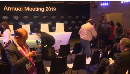 bolsonaro e equipe_fuga de entrevista coletiva em Davos