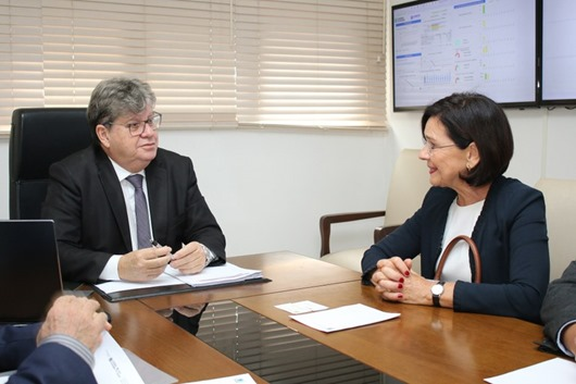 João Azevêdo recebe visita da cônsul geral da Alemanha para o Nordeste