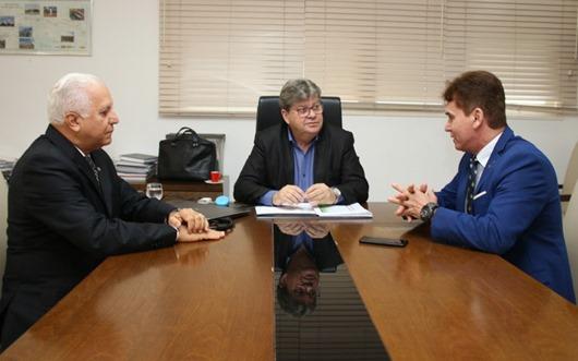 João Azevêdo recebe visita do presidente do Tribunal de Justiça da Paraíba