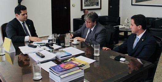 João Azevêdo se reúne com presidente do Senado para acelerar tramitação de empréstimo junto ao