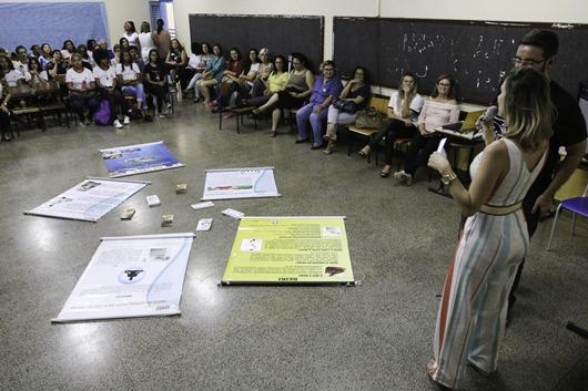 Escola pública no DF atua para prevenir depressão e automutilação
