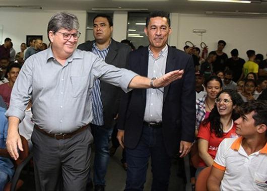 João Azevêdo assina Medida Provisória e institui o Programa Primeira Chance