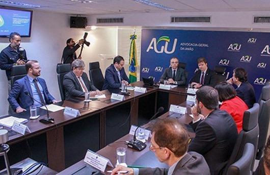 João Azevêdo discute operação comercial do PISF com ministro do Desenvolvimento Regional e AGU