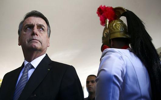 O presidente Jair Bolsonaro chega ao Ministério da Defesa para encontro com o ministro Fernando Azevedo.