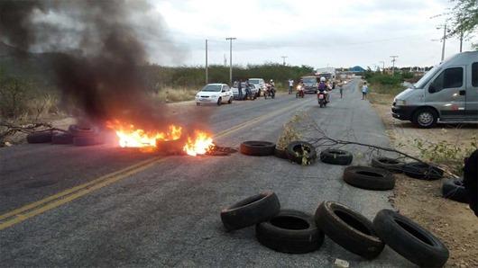 Motoristas de transporte alternativo_protesto_BR 230