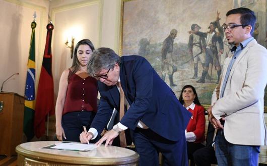 João Azevêdo assina protocolo de intenções com Sebrae para estimular empreendedorismo na Paraíba