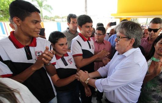 João Azevêdo_entrega reforma de escola em Mari