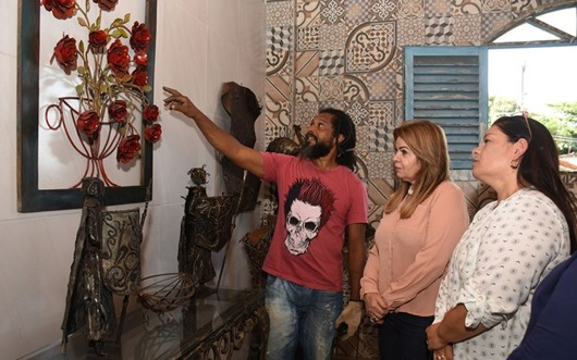 Primeira-dama conhece obras de artesãos homenageados no 31º Salão do Artesanato da Paraíba