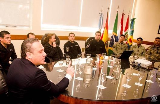 Governo envia agentes penitenciários para formação internacional de armeiro