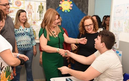 Primeira-dama do Estado visita Escola de Audiocomunicação de Campina Grande