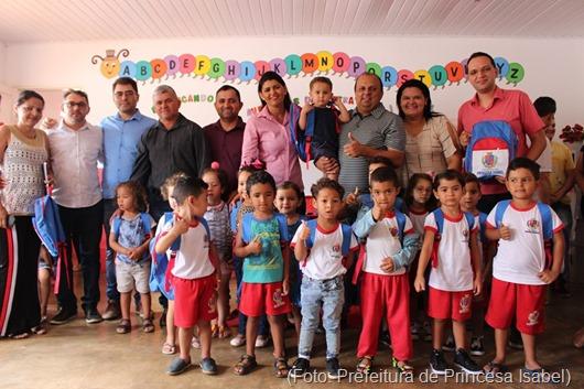 entrega de kits escolares_Prefeitura de Princesa Isabel