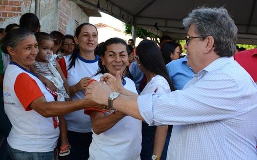 João Azevêdo entrega obras de pavimentação de ruas em Pilar