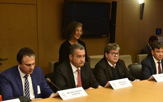 João Azevêdo prioriza extensão de gás natural para o Sertão paraibano durante agenda em Paris