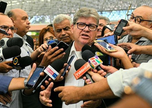 João Azevêdo anuncia reajuste linear de 5% para todos as categorias de servidores