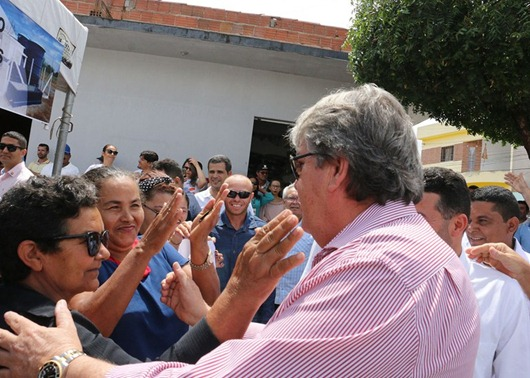 João Azevêdo entrega obras que vão beneficiar agricultura familiar no Curimataú