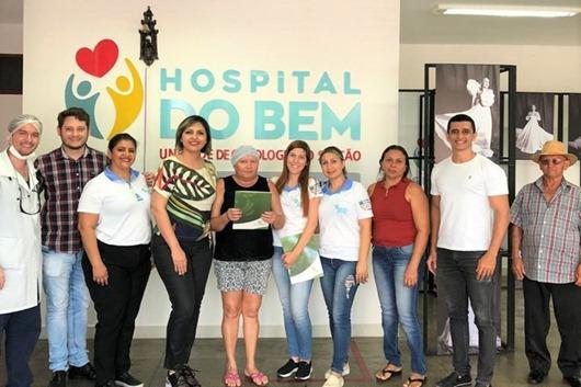 Pacientes do Hospital do Bem comemoram cura após cirurgia e tratamento
