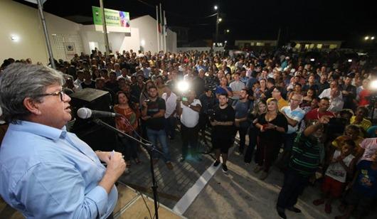 João Azevêdo_ entrega de escola e ônibus escolar_Distrito de Mata Redonda