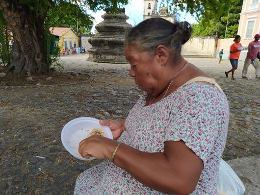 Governo distribui junto com a Igreja mais de 2 mil refeições diárias para pessoas em situação de rua