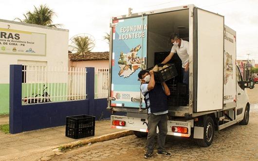 Governo do Estado distribui alimentos da agricultura familiar com famílias carentes