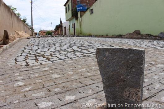 Calçamento da Rua Antônio Nominando Diniz-Bairro São Vicente-Prefeitura de Princesa Isabel
