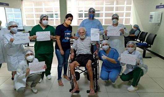 Idoso com 106 anos e outros cinco pacientes com Covid-19 recebem alta no Metropolitano