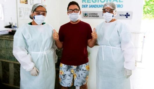 alta de paciente com Covid-19_Complexo Hospitalar de Patos