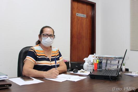 secretária Nininha Lucena