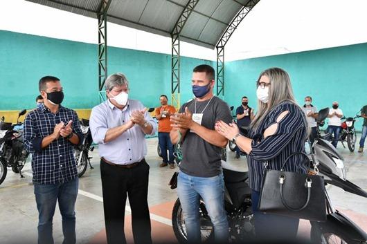 João Azevêdo_entrega _ motos_Riachão do Poço