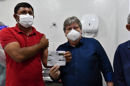 João Azevêdo_visita_pontos de vacinação contra a Covid-19