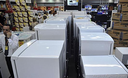 Governo reduz IPI de eletrodomésticos da linha branca, geladeiras; comércio