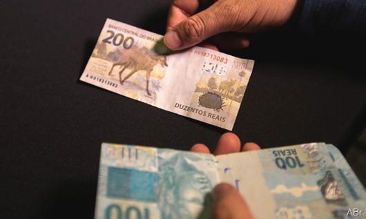 notas de 100 e 200 reais_Agência Brasil